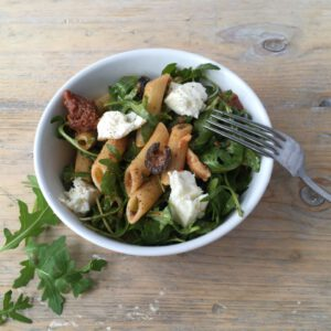 Pasta salade rode pesto