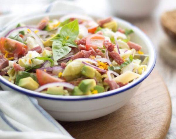 pastasalade avocado